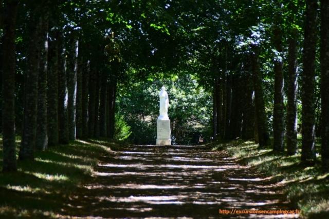 Promenade dans les allées du Domaine de la Garenne-lemot