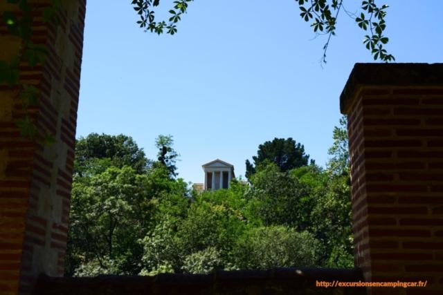 Le temple de l'Amitié vue depuis les bords de la Sèvre Nantaise