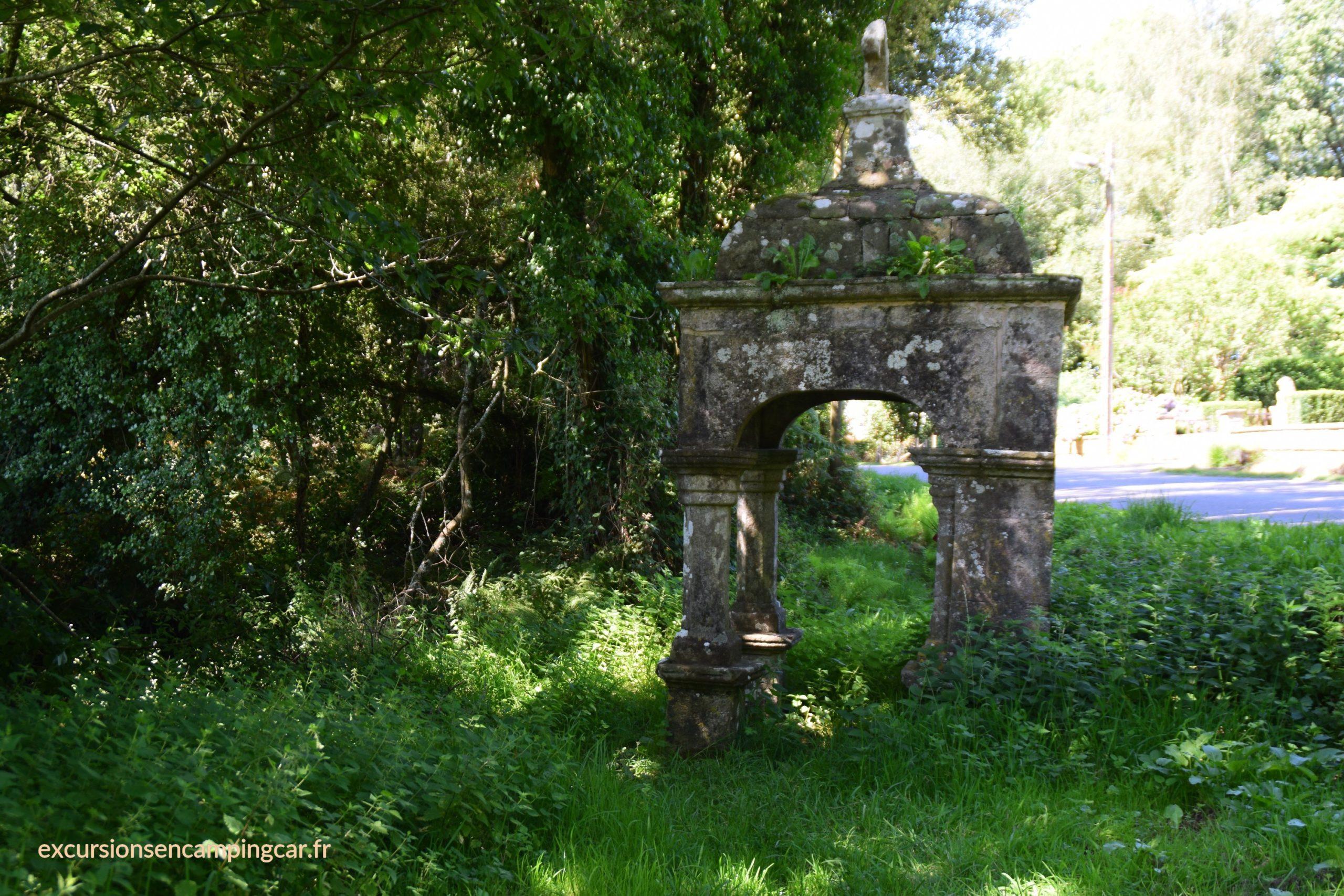 Fontaine Sainte-Marie à Le Guerno , rue du pont Vivier