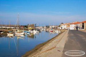 Vue sur le port depuis la jetée Jacobsen un matin d'octobre, Noirmoutier-en-l'Île