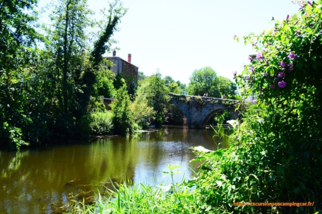 Le pont Saint Antoine vue depuis la Moine à Clisson