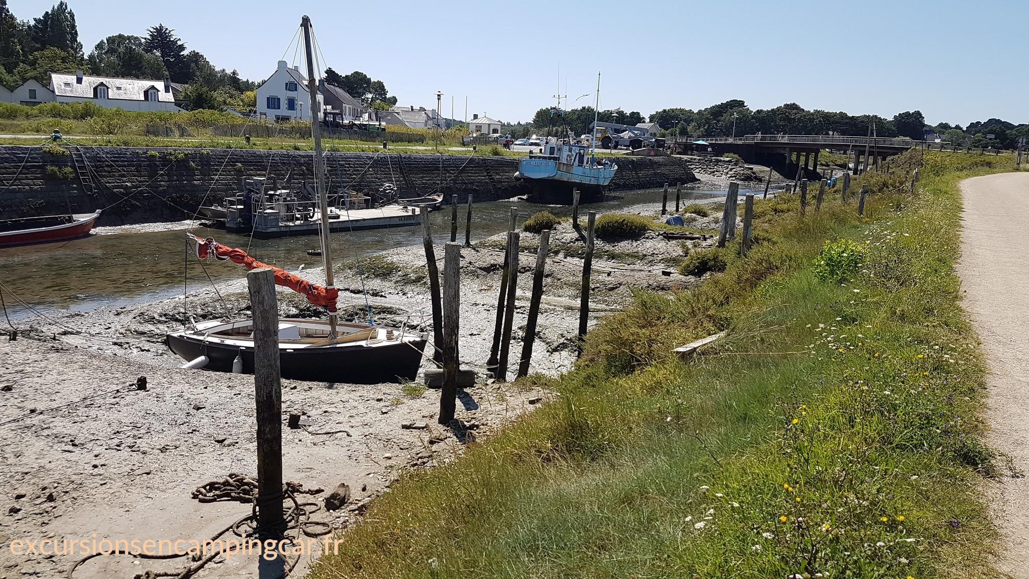 balade le long du port de Kercabellec à marée basse